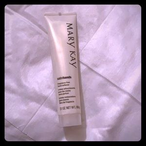 Mary Kay Satinhands fragrance free hand softener